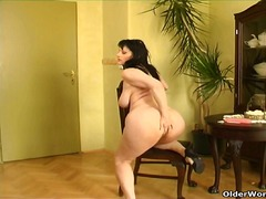 Curvy old housewife wi...