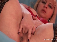 Blonde hot mature fing...