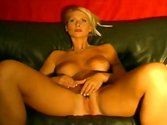 Mature blonde want to ...