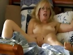Xhamster - Mom showing off