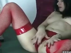 Webcam milf plays with... from Sun Porno