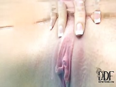 Pornoid - Sexy temptress with gr...