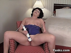 Milf uses Hitachi wand... from Vporn