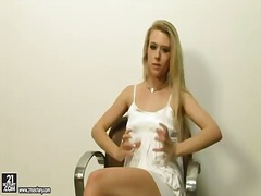 Michelle moist enjoys ... from Updatetube