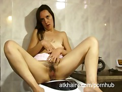 Housewife fingers her ...