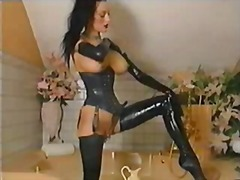 Latex fetish girl show... from Xhamster