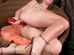 Morgan moon fills her ...