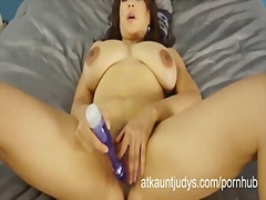 Lala bond spreads her ... from PornHub