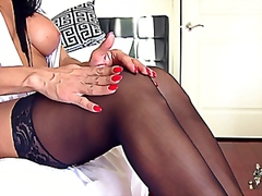 Brunette tranny solo tug from Vporn