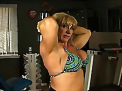 Mature female bodybuil...
