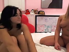 2 babes toy on cam from Xhamster