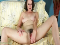 Hairy pussy veronica s...