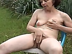 Mom is play with her v...