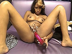 Ebony toying and cream... from Xhamster