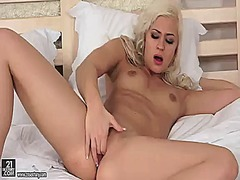 Blonde tracy pearl sho...