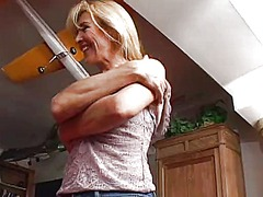 WinPorn - Skinny blonde mom gets...