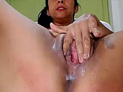 Creamy pussy played wi...