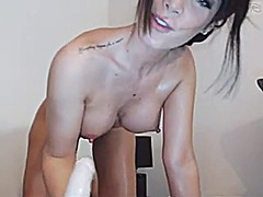 Webcam brunette sucking