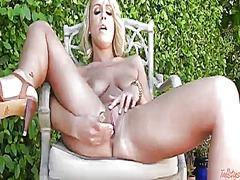 Lexi swallow has toy-h...