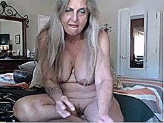 Nice granny playing wi... from Xhamster