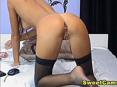 Cute camgirl spreads h...