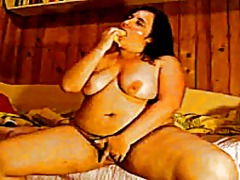 Woman pleasuring herse... from Xhamster