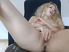 Cumming the lovely pussy
