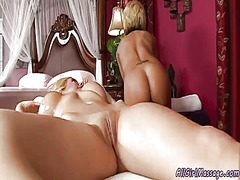 2 hot lesbo blondes oi...