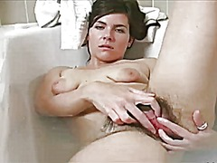 Sexy brunette washes h... from Xhamster