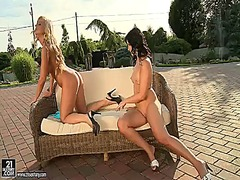 Blonde naomie and barb...