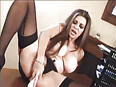 Lindsay dawn pleases h...