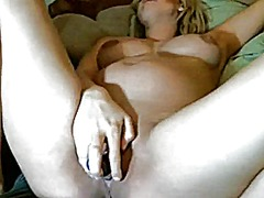 Pregnant girl plays wi...