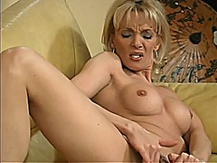 Mature blond fingers h... from Xhamster