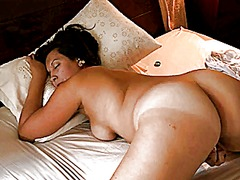 Hot milf fingers her p...