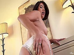 Shyla jennings takes t...