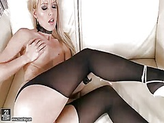 Blonde sophie moone en...