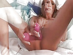 Amy reid touches her s... from Wetplace