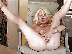 Alexis ford gives a cl...