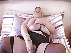 Busty amateur gets off