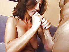 Big ass milf in linger...