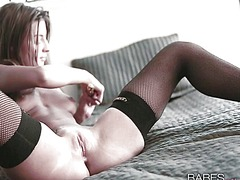 Sexy babe fucking hers...