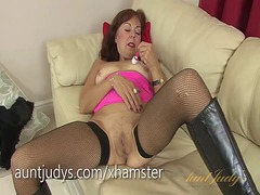 Georgie vibrates her m... from Xhamster