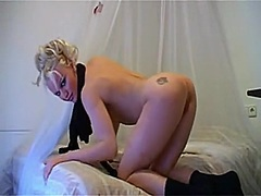 blondie lady showing o...