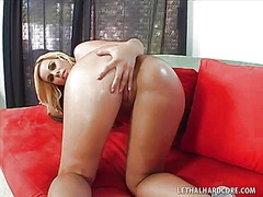 WinPorn - Blonde chick with perf...