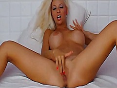 Sexy blonde rubs clit ... from Xhamster