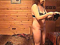 Mature lady dressing from Xhamster