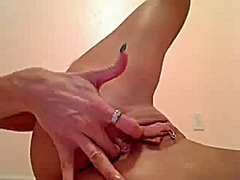 Sexy brunette plays wi... from Xhamster