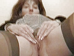 Mature housewife gives... from Xhamster