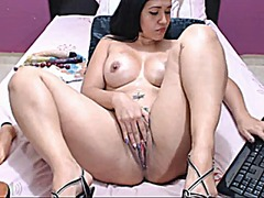 Colombian bitch plays ... from Xhamster